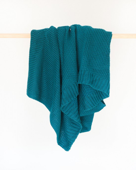 Jolie knitted throw Peacock
